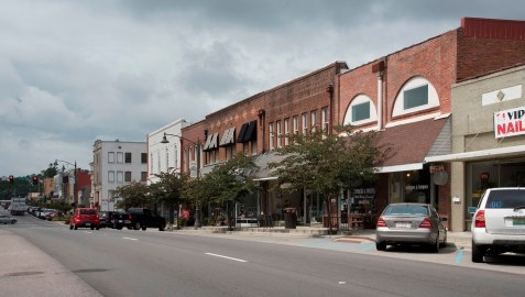 Improvements made under the Alabama Communities of Excellence program have made downtown Guntersville more vibrant. (Brittany Faush/Alabama NewsCenter)