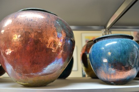 Daniel Livingston Studios produces pottery in the raku style. (Michael Tomberlin / Alabama NewsCenter)