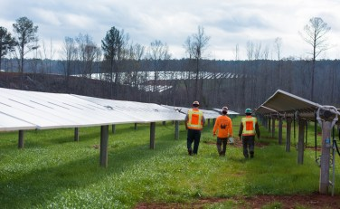 Alabama Power's new solar facility holds a ribbon cutting in March. (Phil Free / Alabama NewsCenter)