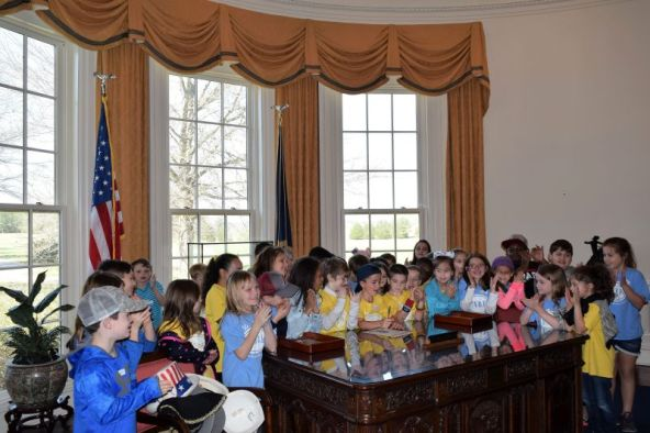 Children create a bill in the 'Oval Office.' (Donna Cope/Alabama NewsCenter)