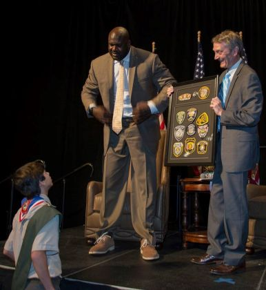 Former NBA player Shaquille O'Neal interacts with a young scout at the 2017 luncheon. He's joined by sports anchor Jeff Speegle of ABC 33/40. (Boy Scouts)