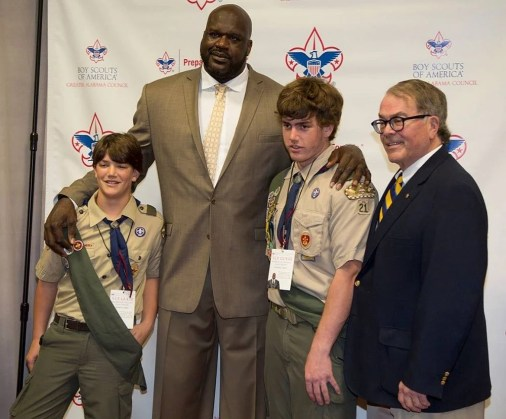 O'neal poses for a picture with scouts. (Boy Scouts)