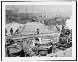 Slag run and filling slag pots, Sloss Furnaces, Birmingham, c. 1906. (Detroit Publishing Co., Library of Congress, Prints and Photographs Division)