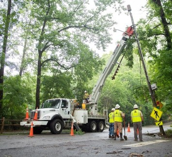 Alabama Power crews worked to restore power to 107,000 customers in the wake of subtropical storm Alberto. (Phil Free / Alabama NewsCenter)