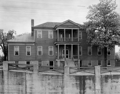 Dancy-Polk House, built in Decatur in 1829, and photographed in 1939. (Photograph by Frances Benjamin Johnston, Carnegie Survey of the Architecture of the South, Library of Congress, Prints and Photographs Division)