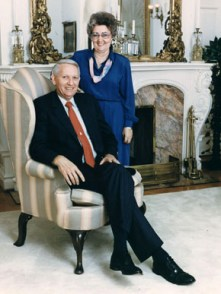 Guy and Helen Hunt in 1987, the year he became the 49th governor of Alabama. Hunt was the first Republican to lead the state since the Reconstruction Era. (From Encyclopedia of Alabama, courtesy of Alabama Department of Archives and History)