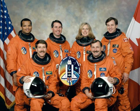 Five NASA astronauts and a Canadian payload specialist pause from their training schedule to pose for the traditional crew portrait for their mission. In front are astronauts Curtis L. Brown Jr. (right), mission commander, and Kent V. Rominger, pilot. On the back row, from left, are astronauts Robert L. Curbeam Jr., Stephen K. Robinson and N. Jan Davis, all mission specialists, along with the Canadian Space Agency payload specialist Bjarni Tryggvason, May 1997. (NASA)