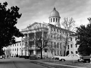 Bryce Hospital (the Alabama Insane Hospital) employed a work-centered approach to mental health care based on the idea that physical activity would heal sick minds. The treatment method helped fund the facility but also drew public criticism as being exploitative in the 1970s. (From Encyclopedia of Alabama, courtesy of University of Alabama at Birmingham Archives)