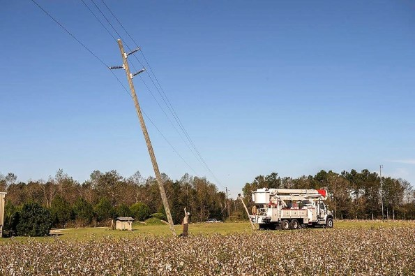 An Alabama Power crew works to restore service to customers after Hurricane Michael. (Wynter Byrd / Alabama NewsCenter)