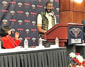 Birmingham Mayor Randall Woodfin welcomes the New Orleans Pelicans NBA G League team to the Magic City. (Michael Tomberlin / Alabama NewsCenter)