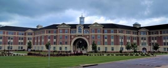 Residence halls at Troy University, 2017. (Kreeder13, Wikipedia)