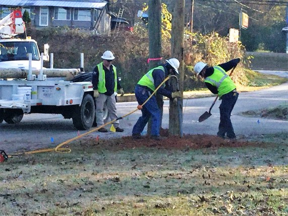 Linemen from Valley Crew Headquarters work at 21st Ave. job site. (Leah Cookston)