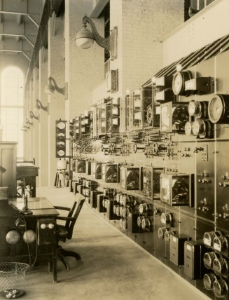 Powerhouse, Lay Dam (Lock 12). (Alabama Power Company Archives)