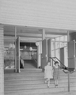 The Country School of Weston, Massachusetts, was designed by Hugh Stubbins. (Photographed by Gottscho-Schleisner Inc. in 1955, Library of Congress, Prints and Photographs Division)