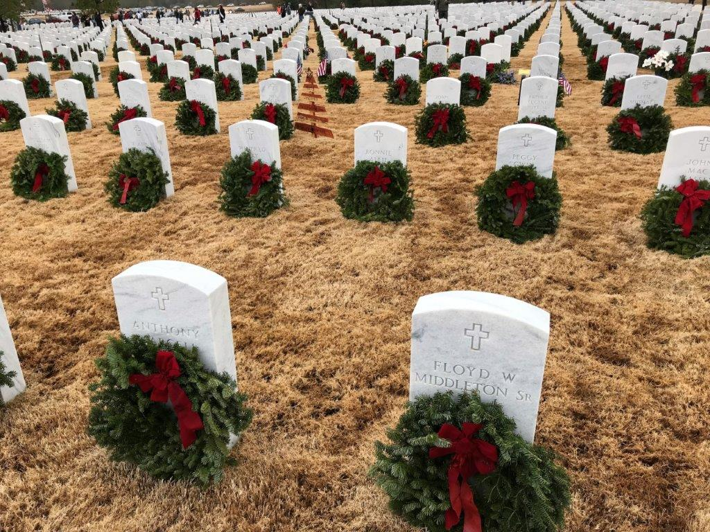 The Wreaths Across America ceremony at the Alabama National Cemetery placed wreaths on the burial sites of the more than 6,000 service members interred there. (Michael Tomberlin / Alabama NewsCenter)