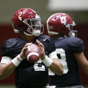 Alabama quarterback Jalen Hurts (2) warms up in practice. (Robert Sutton)