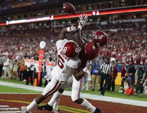 Alabama wide receiver Henry Ruggs III (11) catches pass in the end zone. (Robert Sutton)