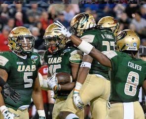 UAB defense celebrates in the Boca Raton Bowl. (UAB Instagram)