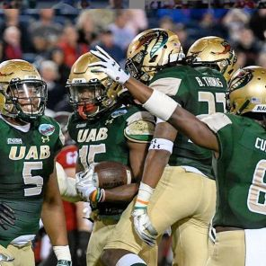 UAB defense celebrates in the Boca Raton Bowl. (UAB Instagram)