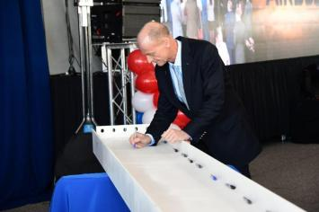 Airbus CEO Tom Enders signs a beam that will be used in the construction of the new A220 assembly plant in Mobile. (Airbus)