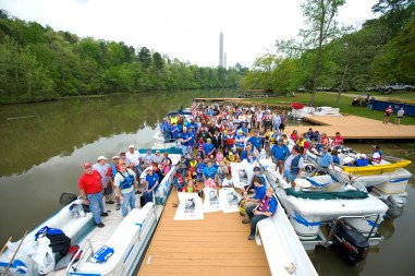 Renew Our Rivers cleanups often draw large groups of volunteers. (file)