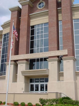 Houston County Courthouse in Dothan, 2007. (Christopher Hollis, Wdwic Pictures, Wikipedia)