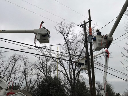 A virtual reality camera mounted on a bucket truck records 360-degree video of an Alabama Power lineman at work. (Linda Brannon/Alabama NewsCenter)
