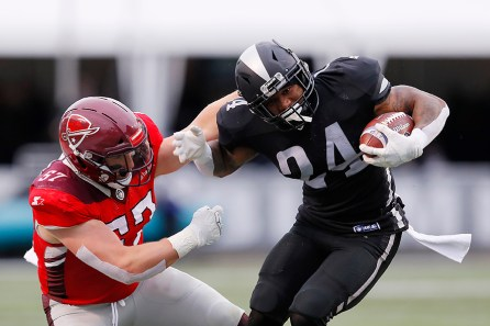 RB LaDarius Perkins catches a pass and breaks a would-be tackle. Perkins recorded four catches for 23 yards in the Iron's 12-11 loss to the Commanders. (Getty Images/The AAF)