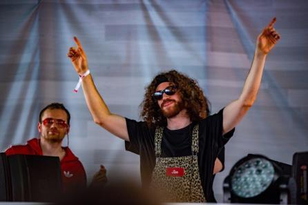 Justin Jay performs at the 2019 Hangout Music Festival. (Nik Layman / Alabama NewsCenter)