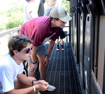 Brothers Carson and Connor Weldon monitor the game, ready to change the score. (Solomon Crenshaw Jr./Alabama NewsCenter)