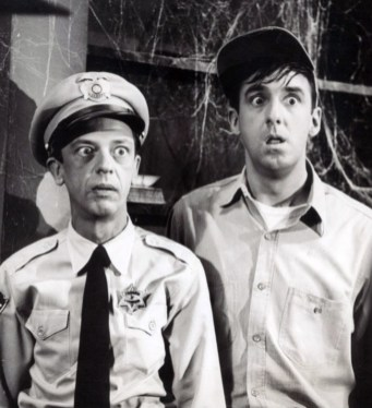 """Publicity photo from the television program """"The Andy Griffith Show."""" Pictured are Don Knotts (Barney Fife) and Jim Nabors (Gomer Pyle), July 2, 1964. (CBS Television, Wikipedia)"""