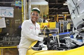 A Honda Manufacturing of Alabama associate assembles an all-new 2019 Honda Passport for the start of mass production. (Honda Manufacturing of Alabama)