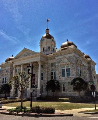 Shelby County Courthouse, Columbiana, 2018. (Farrargirl, Wikipedia)