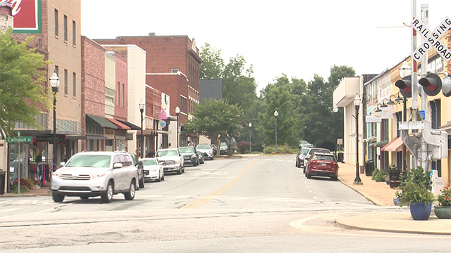 More businesses are opening in downtown Alexander City thanks to a determined effort by government and business leaders. (Dennis Washington / Alabama NewsCenter)