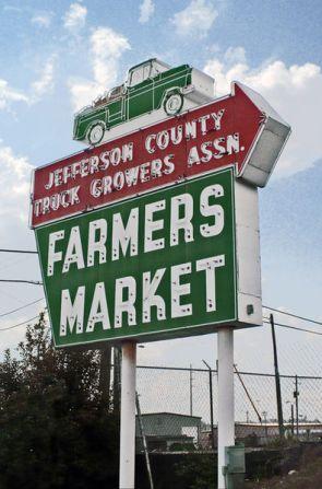 Alabama Farmers Market sign, 2010. (Dystopos, Bhamwiki)