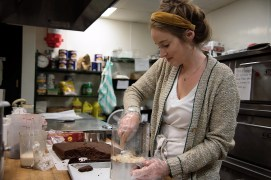 Daughters Baking specializes in exposed edges cakes. (Brittany Faush / Alabama NewsCenter)