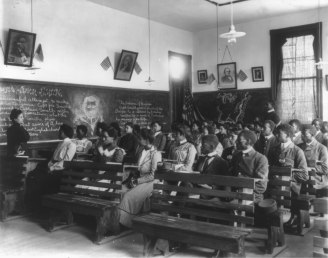 History class at Tuskegee Institute, 1902. (Frances Johnston, Wikipedia)