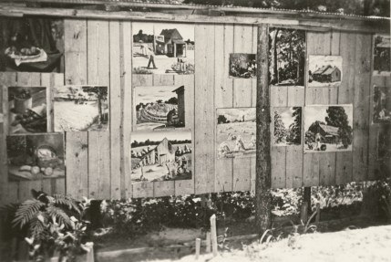 An outdoor gallery display at Lake Jordan in 1941. (contributed)