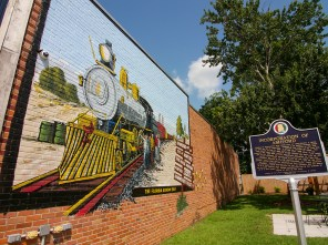 A new mural was painted earlier this year at McArthur Park in downtown Ashford. (Dennis Washington / Alabama NewsCenter)