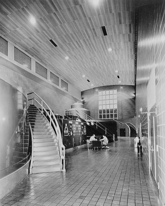 Generator hall in the Guntersville Dam powerhouse, between 1933 and 1945. (Library of Congress Prints and Photographs Division)