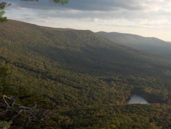 Lake at the base of Cheaha Mountain, 2007. (Amann09, Wikipedia)