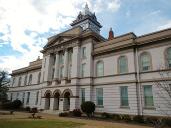 Cleburne County courthouse in Heflin, 2012. (Rivers Langley, SaveRivers, Wikipedia)