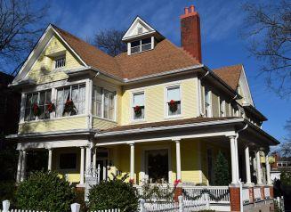 Cobb Lane mansion offers homey comfort. (Donna Cope/Alabama NewsCenter)