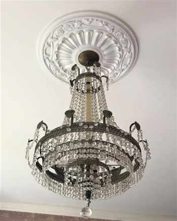 A beautiful crystal chandelier illuminates the home's foyer. (Donna Cope/Alabama NewsCenter)