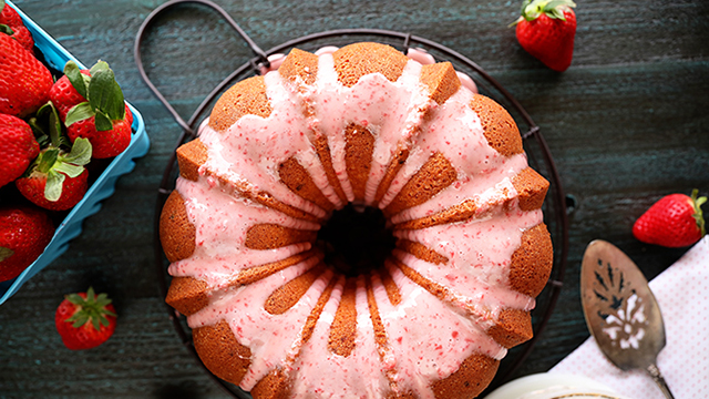 Recipe: Strawberry Jam Pound Cake