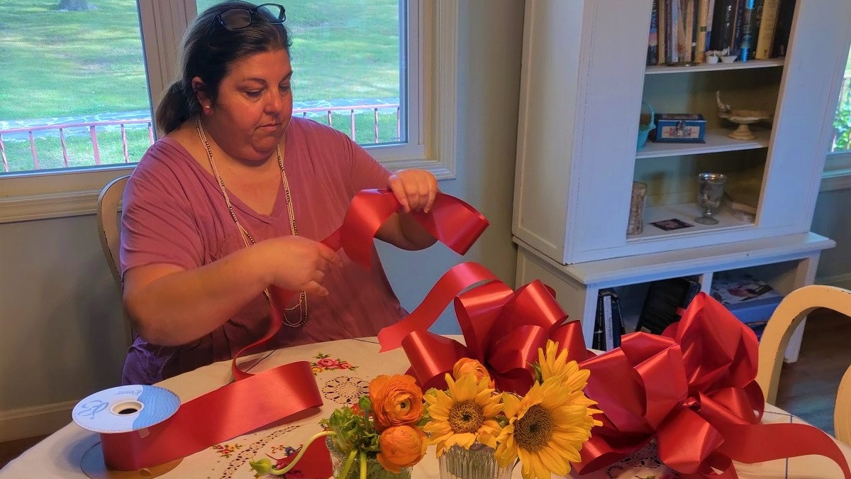 Homewood Flowers and Gifts owner lifts spirits by tying bows