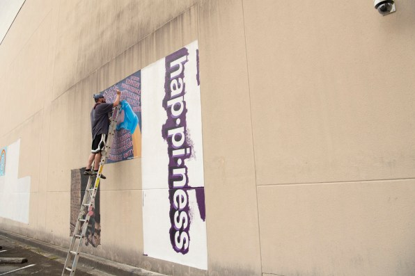 """Helping Hands"" is artist Daniel Gilchrist Weingarten's contribution to the larger mural project. (Phil Free / Alabama NewsCenter)"