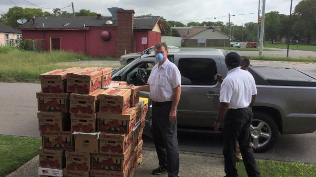 Alabama Power Energizer stays busy helping Tarrant church package food for underserved