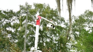 Bay Minette schoolchildren thank Alabama Power linemen after Hurricane Sally