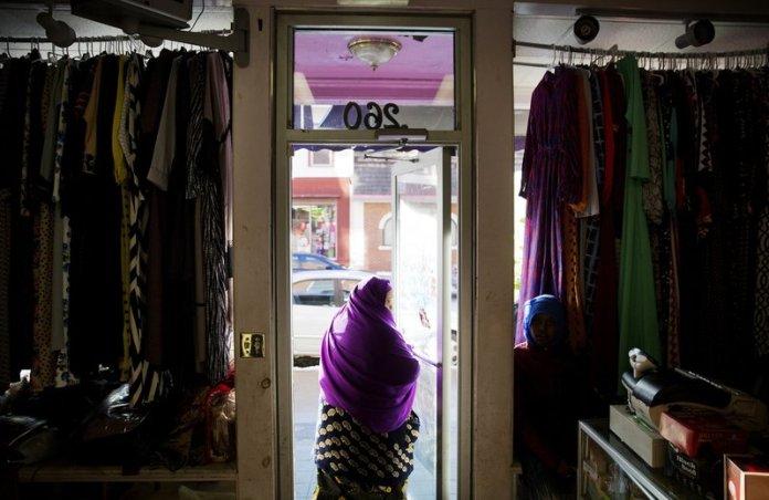 Khimar woman refugee